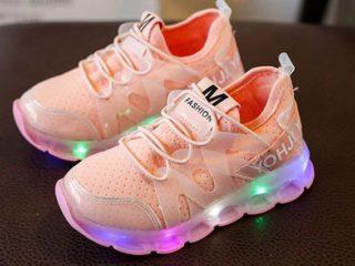 ピンクの光る靴