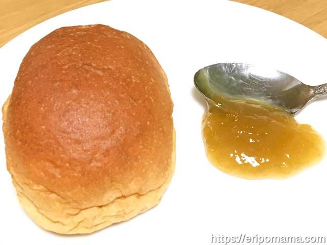 ルバーブジャムとパン