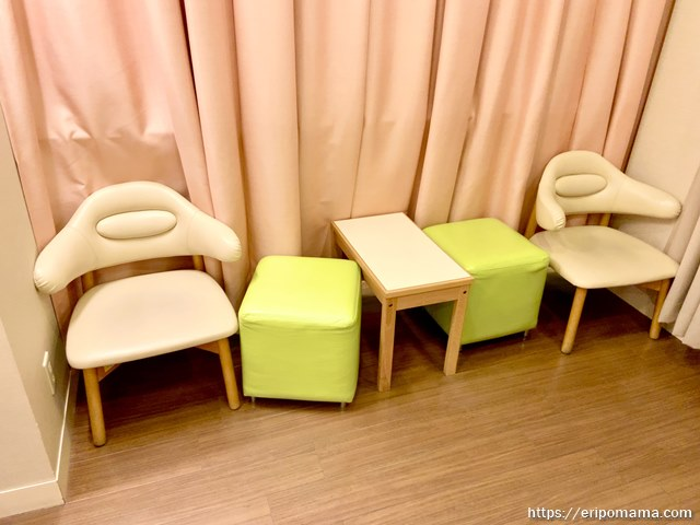 新宿高島屋 授乳室 ベンチ